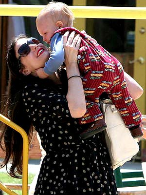 Hollywood's Gorgeous Moms | Liv Tyler