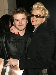 Anna Nicole Smith 'Tried to Wake' Her Son | Anna Nicole Smith