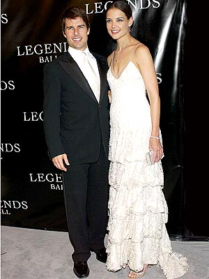 Katie Holmes Wedding Gown on Update  Armani To Design Katie Holmes    Wedding Gown     Style News