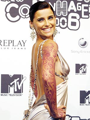 Nelly Furtado's Off-Beat Accessory
