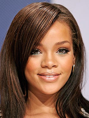 http://img.timeinc.net/people/i/2006/stylechannel/blog/061225/rihanna_300x400.jpg