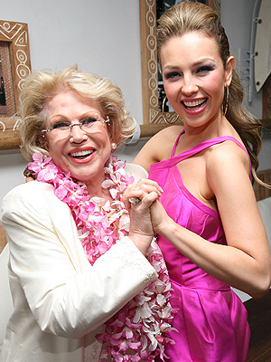 http://img.timeinc.net/pespanol/i/ultimo/2011/MAY/thalia_mama_300.jpg
