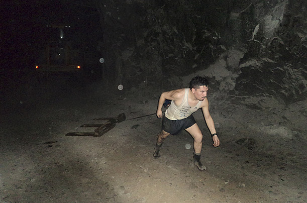 Peña, always a keen runner, ran several miles a day through tunnels in the mine, viewing his daily routine as a part of a larger spiritual struggle with the mine.  His colleagues