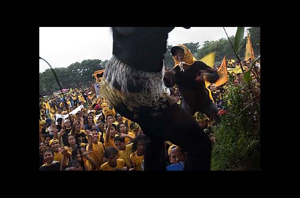 Hundreds of supporters dance to Dangdut music at a Golkar Party rally in Denpasar, Bali