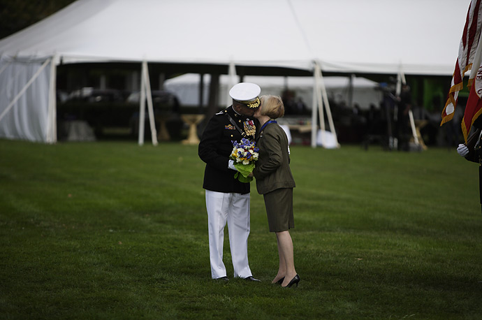 Outgoing Chairman of the Joint Chiefs of Staff General Peter Pace kisses his wife Jennifer during a retirement ceremony at Fort Myer, Virginia, October 1, 2007.