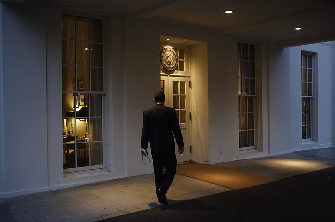 A rainy day casts a somber note over the entrance to the West Wing, October 19, 2007.