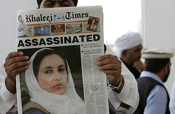 A Pakistani man holds a copy of the English-language daily Khaleej Times featuring a frontpage story on the assassination of Pakistani opposition leader Benazir Bhutto in Dubai, 28 December 2007.