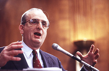 Renowned Cancer Researcher, Dr. Judah Folkman speaks at a forum.  dies obituary