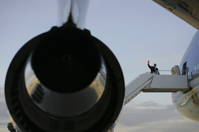 President George W. Bush boards Air Force One at Andrews AFB, Md., Friday, Nov. 21, 2008, headed for the APEC Summit in Lima, Peru.
