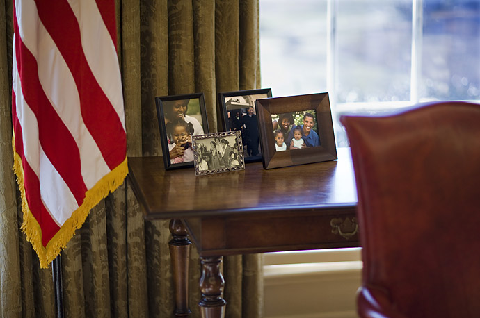 Family photos of President Barack Obama  behind his desk  in the Oval Office