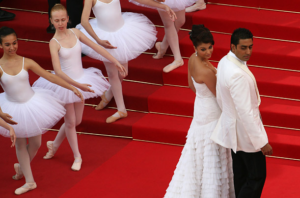 Indian model Aishwarya Rai, center, arrives for the opening ceremony and the screening of 3D animated movie <span style='font-style: italic'>Up</span>.