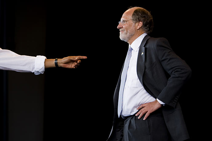 President Obama speaks at a rally for New Jersey Governor Jon Corzine wave in Holmdel, NJ.