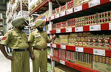 Walmart Makes Inroads into India with Joint Venture - TIME
