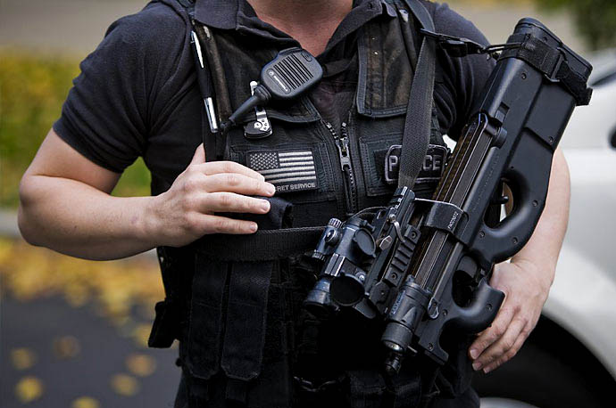 A Secret Service agent with the Counter Assault and Tactical Division holds a loaded FN P90 in front of the North Portico of the White House in Washington.