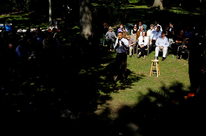 President Barack Obama speaks with neighborhood families in the backyard of the Clubb family home in Des Moines, Iowa.