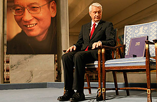 Thorbjorn Jagland, chairman of the Norwegian Nobel Committee, and the empty chair reserved for Liu Xiaobo