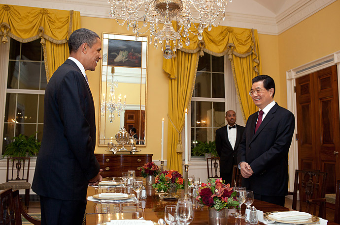 President Barack Obama and President Hu Jintao of China begin their working dinner in the Old Family Dining Room of the White House, Jan. 18, 2011.