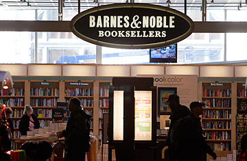 As Borders Closes Bookshops Rival Barnes Noble Survives Time