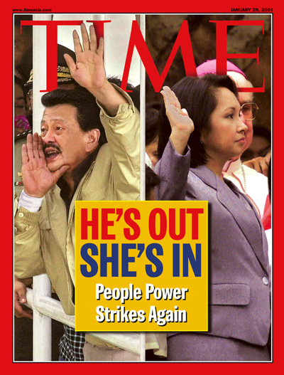 Outgoing Philippines President Joseph Estrada and his replacement, Gloria Macapagal Arroyo