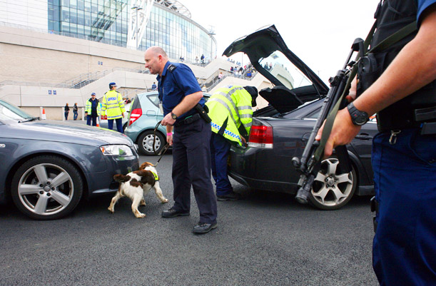 Bomb squad inspects vehicles at Wembley stadium