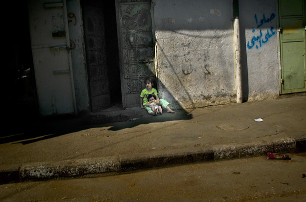 gaza diary While a new entrepreneurial class dines in restaurants, four out of five gazans live in poverty 20,000 war victims are still displaced gazans in rural areas continue to scavenge for basics, and mercantile families have begun to collect un food rations.