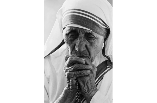mother teresa saint of the gutters photo essays time mother teresa born agnes gonxha bojaxhiu was a r catholic nun who dedicated her