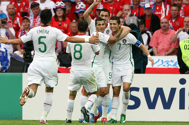 Portugal's Quaresma (center), Ronaldo (right), Almeida (rear center), Peitit (second left) and Meira celebrate Quaresma's third goal against the Czech Republic