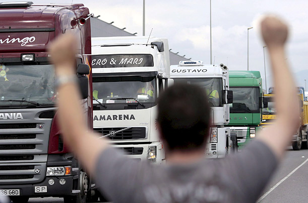 A truck driver waves to his colleagues during a rally at the industrial estate Oliveral in Ribarroja, Valencia, Comunidad Valencia, eastern Spain, 10 June 2008. Spanish haulers called on June 9 2008 for an indefinitive strike against fuel prices hike