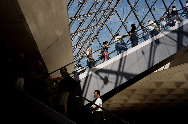 Tourists flocking to the Louvre