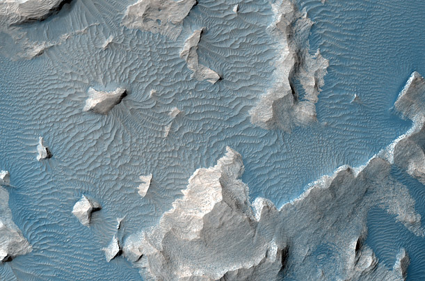 Patterns of Mars&#12288;A high resolution camera aboard NASA's Mars Reconnaissance Orbiter captures the abstract beauty of the Martian landscape