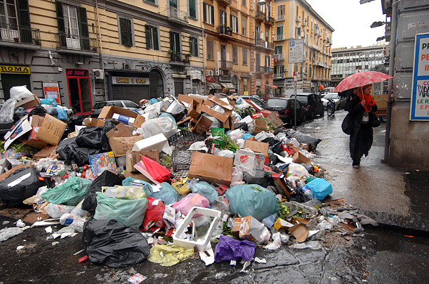 http://img.timeinc.net/time/photoessays/2008/naples_garbage/garbage_naples_01.jpg