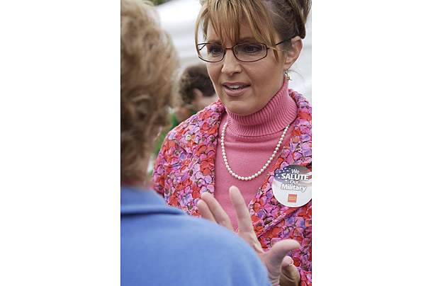 For the 2007 Alaska State Fair, Palin wore a pink turtleneck with pearls.