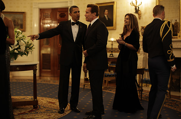 The President greets California Governor Arnold Schwarzenegger and his wife Maria Shriver before the Governor's Dinner.