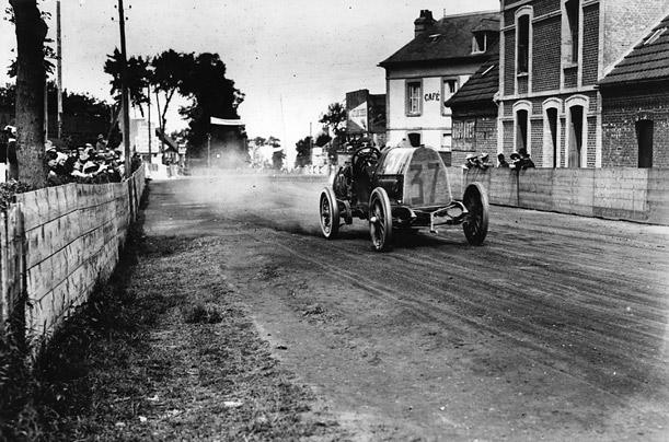 A Fiat takes a bend on a public road in Dieppe, northern France, in 1912