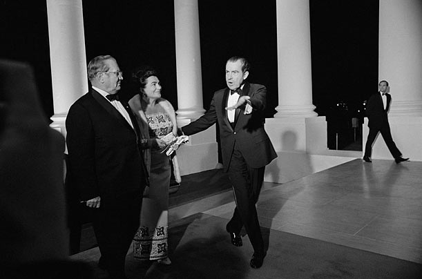 The Greeting  In the protocol that guides the dinner, the visiting head of state and his or her spouse enter the White House through