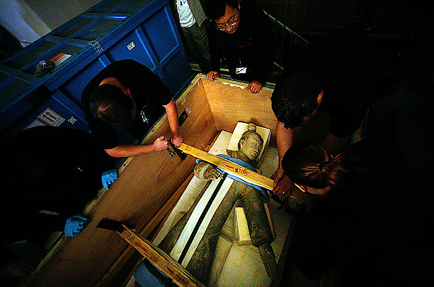 The first Terracotta Warrior statue arrives for display in what was to prove a sell out exhibition