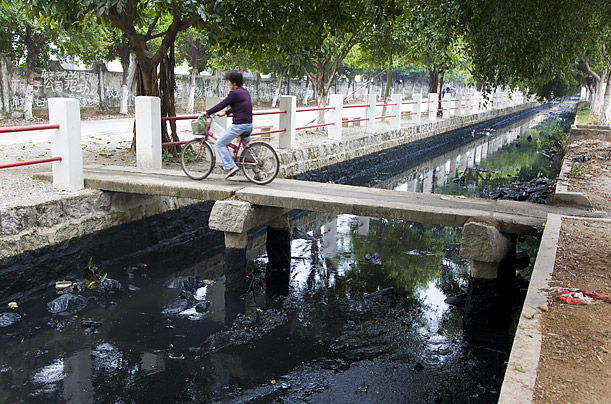 Much of the waste from the work, particularly the ash from the burning of coal, is dumped into city's streams and canals, poisoning the wells and groundwater.