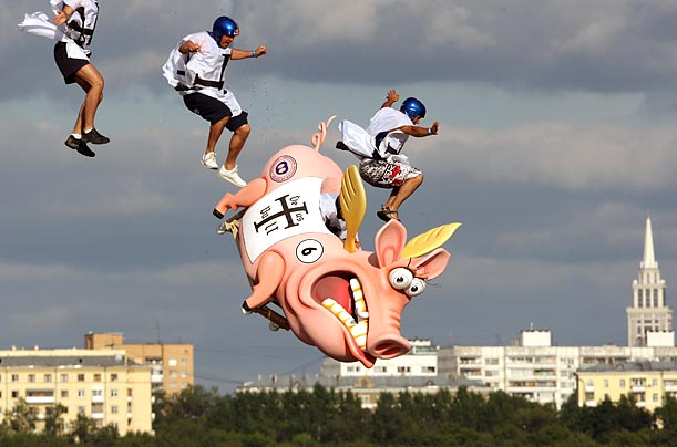 Participants prepare to fall into the Moscow River with their non-flying pig. The official rules state that all aircraft must have a wingspan under 30 feet and weigh no more than 450 pounds, including the pilot.