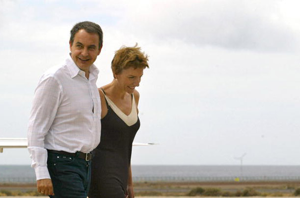 Spanish Prime Minister Jose Luis Rodriguez Zapatero and his wife Sonsoles in the Canary Islands