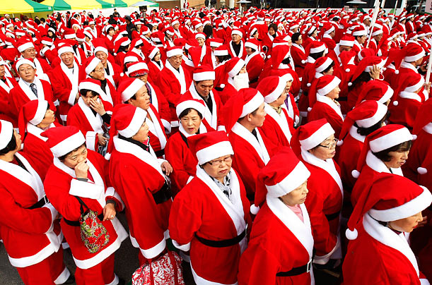 A Horde of Santas