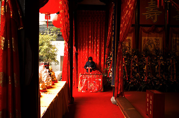 A person is praying in a Taoist Temple in Shanghai