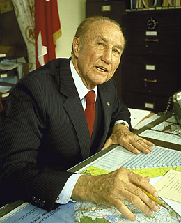ol strom thurmond essay Free essay: strom thurmond strom thurmond began his political career as a democrat strongly opposed to civil rights laws, but eventually he changed both his.