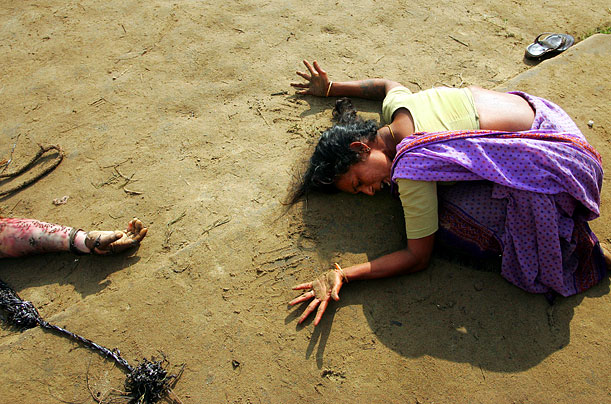 An woman mourns the death of a relative who was killed by the tsunami in Cuddalore, India