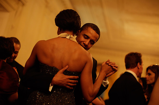 The President and First Lady dance at the Governor's Ball