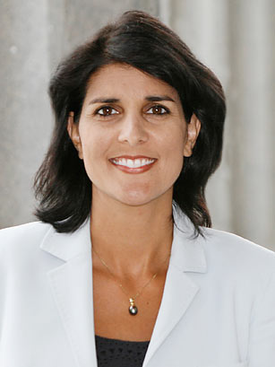 The 45-year old daughter of father Raj Kaur Randhawa and mother Ajit Singh Randhawa, 165 cm tall Nikki Haley in 2017 photo