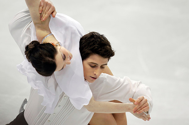 Canada's Tessa Virtue and Scott Moir perform in the ice dance free dance figure skating event at the Vancouver Winter Olympics February 22, 2010.REUTERS/Gary Hershorn