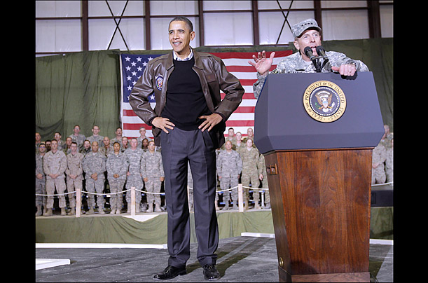 General Petraeus introduces Obama to troops.