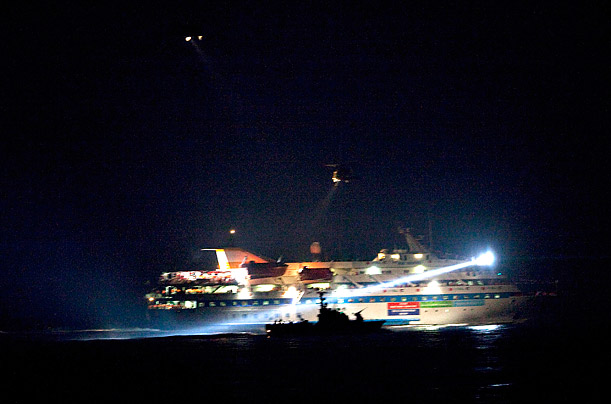 Israeli Commandos Storm Turkish Ships Bound for Gaza The pre-dawn raid resulted in the deaths of 9 pro-Palestinian activists