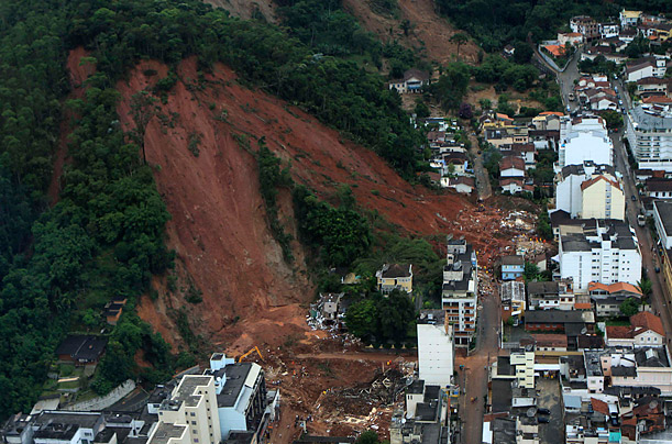 Hundreds Die in Brazilian Mudslides