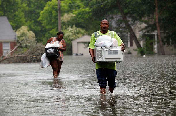 Flood Waters Rise Along the Mississippi River